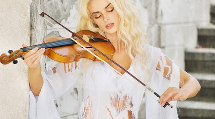 Focused woman playing the violin