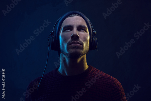 Headphones - 71288487