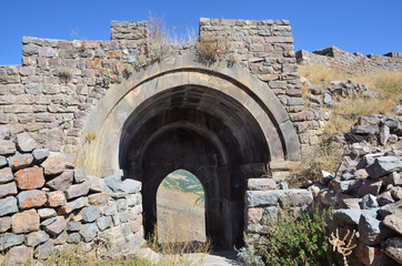 Армения, крепость Смбатаберд высоко в горах, 5 век