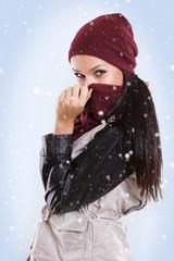 schöne Frau im Winter