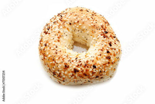 Fotobehang Brood Fresh Delicious Everything Bagel Isolated Over White