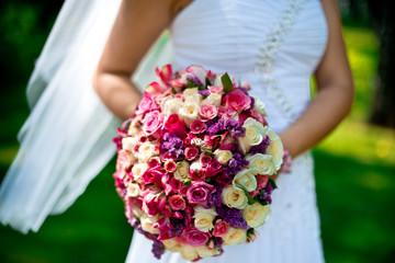 Невеста и свадебный букет