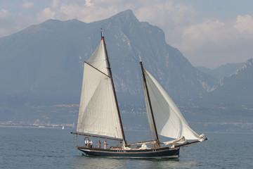 Veliero storico sul lago di Garda