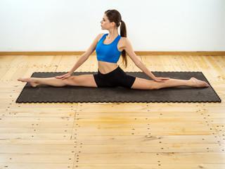 Yoga front splits