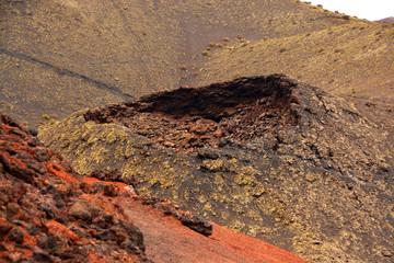 crater en el parque natural de timanfaya