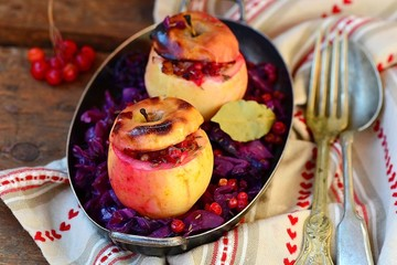 stewed red cabbage with the stuffed apples