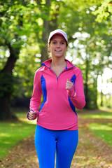 Sportliche junge Frau Outdoor.