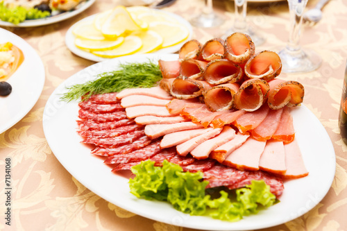 Papiers peints Table preparee Dish with sliced meat products