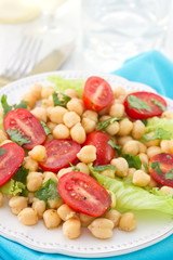 salad with chickpea