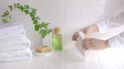 タオルを畳む手元2