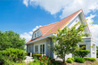 Leinwanddruck Bild - Eigenheim im Grünen