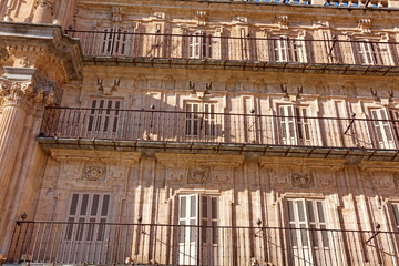 Façade ancienne avec volets, Salamanque. Salamanca