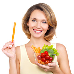 Beautiful young healthy woman with a plate of vegetables.