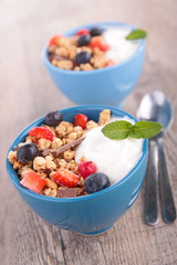 muesli, yogurt and berries