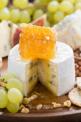 camembert with honey and fruit close-up