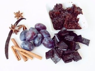 preparing dried plum jam cookies