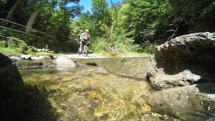 Mountainbike Bachdurchfahrt