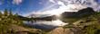 Alba su lago di montagna