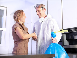 Pest controler shake hands with a customer