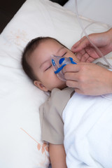 Baby using spacer for respiratory infection