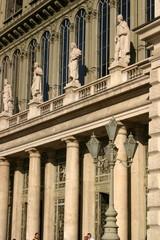 Zwieńczenie czterema rzeźbami