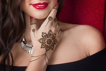 woman shoulder hand with mehendi