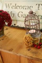 rustikales herbstliches Stilleben bei Kerzenschein