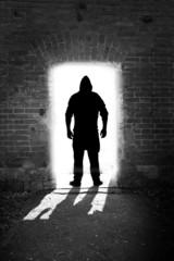 Kapuzenmann in der Tür