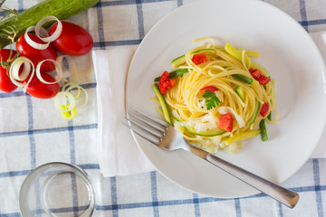 Spaghetti with Zucchini, Leeks and Fresh Tomato