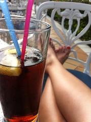 Cola und lange Beine