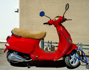 cyclomoteur  rouge