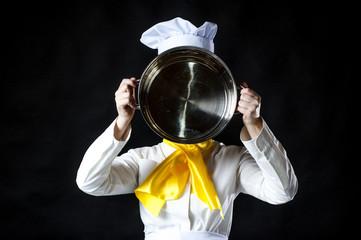 cook hiolding pan.