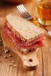 pane e salame sul tagliere