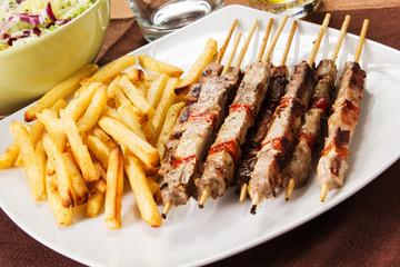 arrosticini di maiale con patatitne fritte