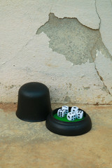 Dice set and crack wall