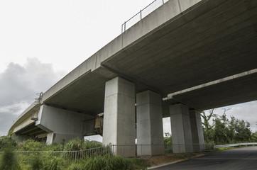 沖縄自動車道 高架下