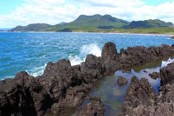 縄状玄武岩の海岸
