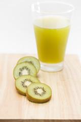 Sliced kiwi and kiwi juice