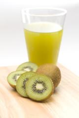 kiwi and kiwi juice