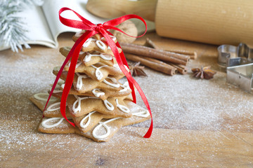 Christmas gingerbread tree on vintage board