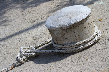 Knot of the rope on the bollard closeup.