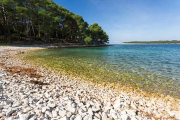 Plage de galets en Croatie