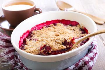 Fruit crumble cake