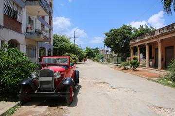 vieille voiture dans une rue de cuba