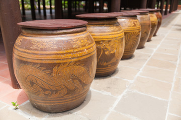 Row of water jar with dragon pattern and wooden lid