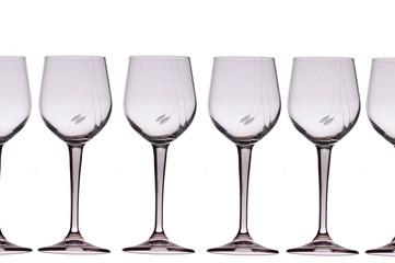Set ti di bicchieri in fila sfondo bianco puro, flute