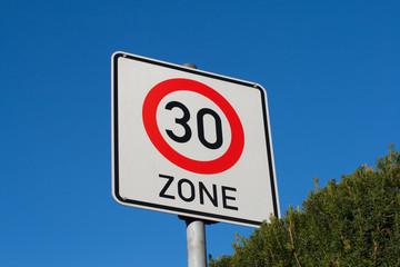 Schild Anfang 30er Zone