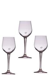 Bicchieri di vino vuoti sfondo bianco puro, cin cin auguri