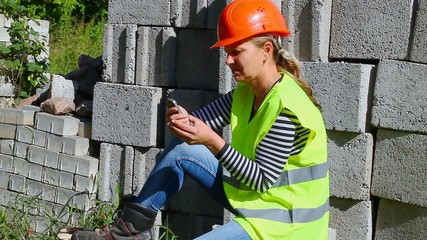 Woman-builder talking on the mobile phone