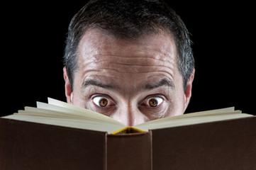Ein spannendes Buch lesen